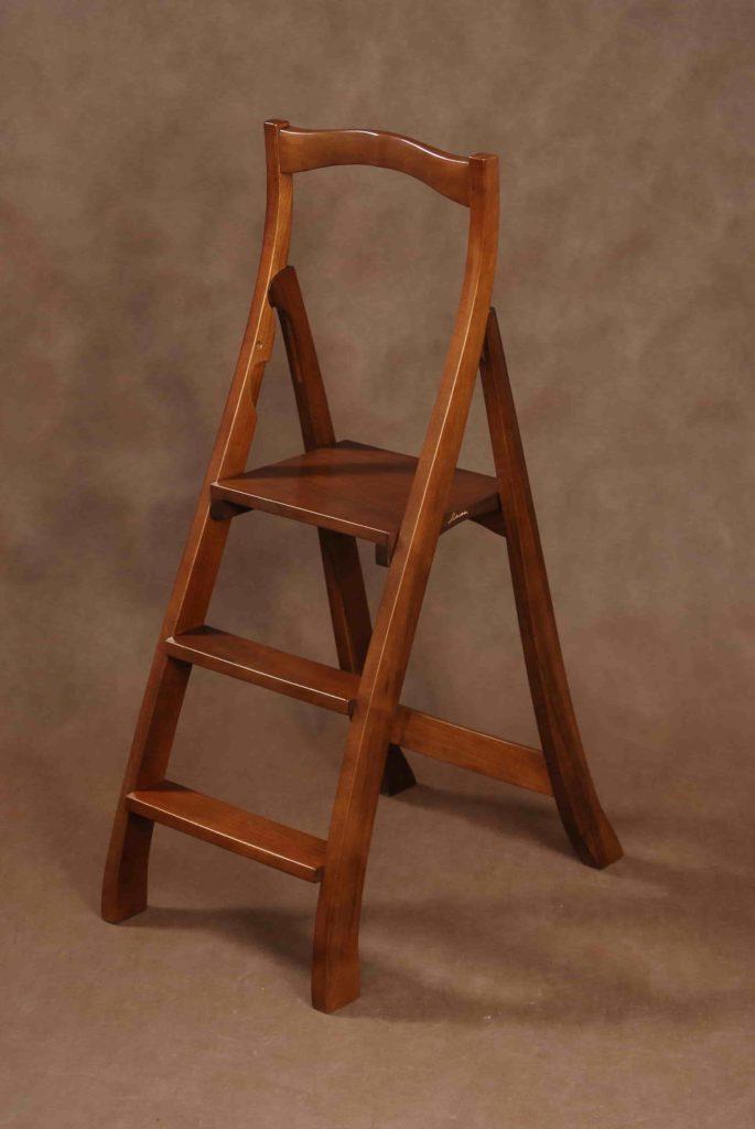 Деревянная лестница-стремянка