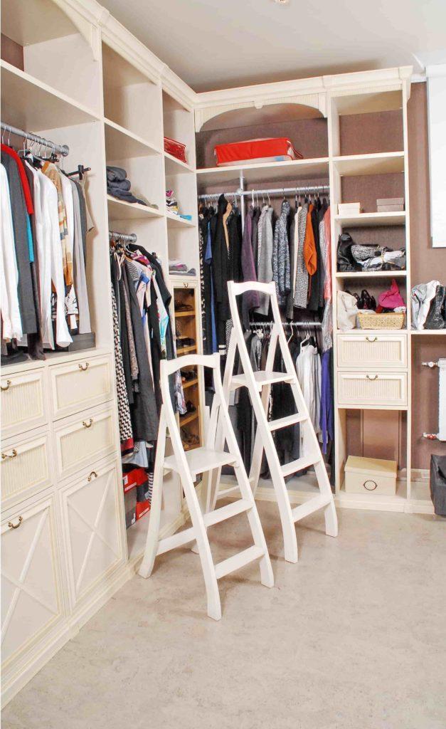 Лестница-стремянка для гардеробной комнаты